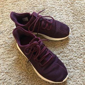 adidas maroon tubular shadow tennis shoes